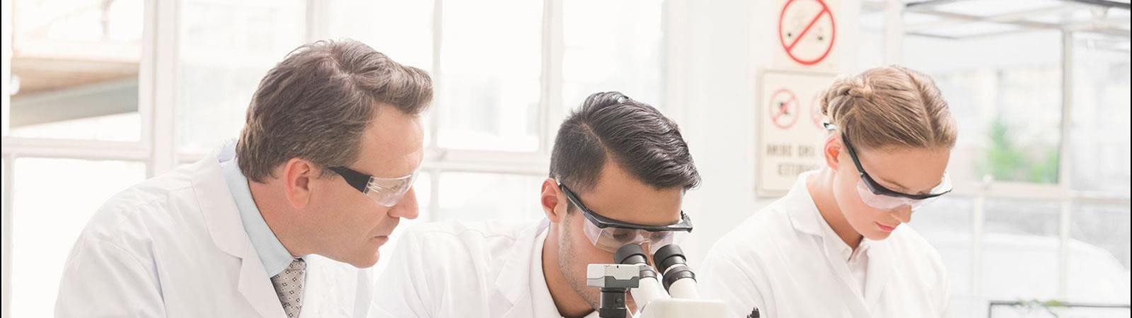 Három kutató